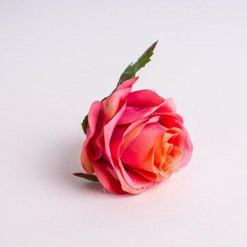 Головка розы полураскрытая крупная розово-персиковая